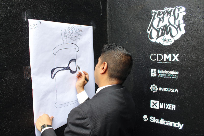 Above: Cesar was thinking ahead of this shot when he saw the logos, and made sure that the drawing would appear with the logos. They include the government (federal as well as municipal) as well as corporate sponsors who target street culture.
