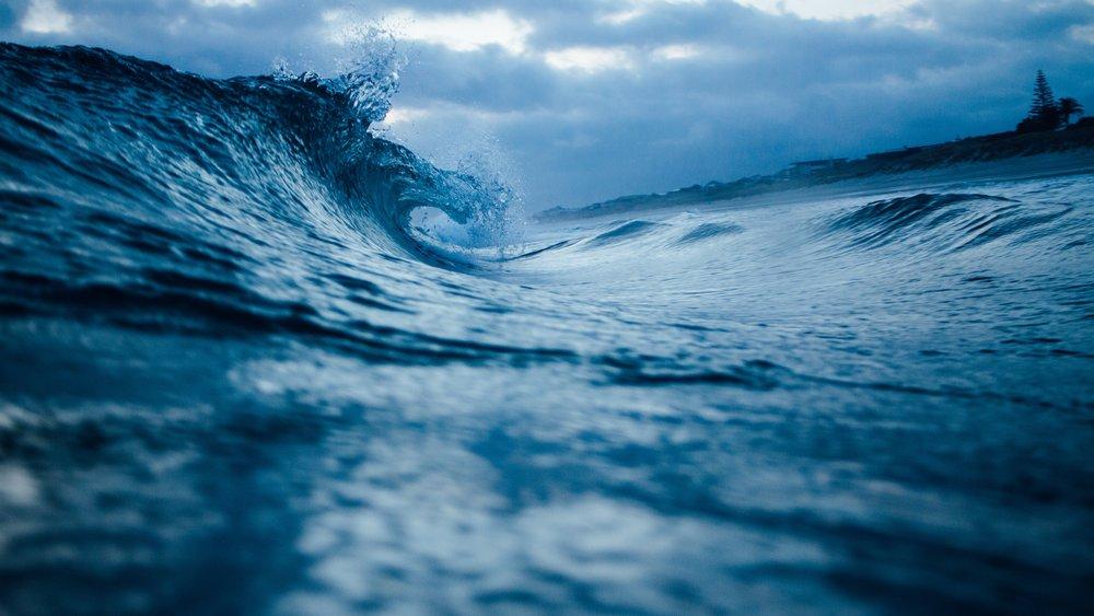 storm wave.jpg