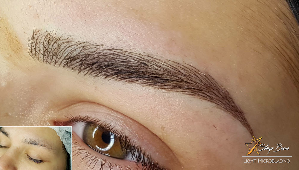 Light Microblading with Precision stroking using Master Portfolio. Here in this picture you can clearly see how parts of the brow pattern have been replaced by line combinations from Master Portfolio. This means that absolutely natural look can be de-constructed. Once you notice the initial brow pattern you will then be able to make the right choices and achieve incredible results.