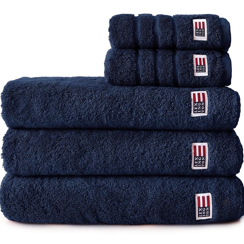 Deilige og tykke terry håndklær i 100 % bomull fra Lexington. 600 gram kjemmet bomull.Kommer imange fine farger. Vi fører et stort utvalg av håndklær og badekåper.