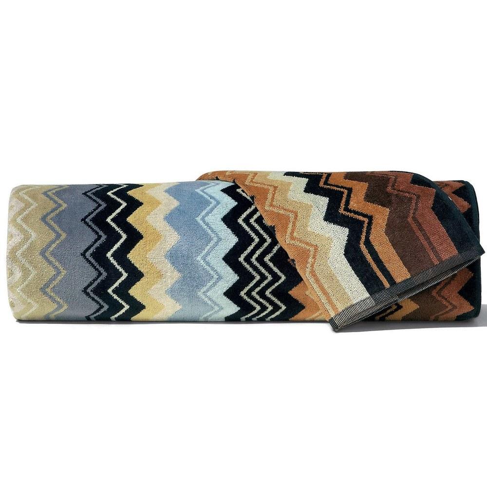 Mønstrede håndklær i 100% bomull fra MissoniHome. Fantastiske fargekombinasjoner og mønstre kjennetegner MissoniHome sine vakre håndklær. Vi fører et stort utvalg farger og størrelser.
