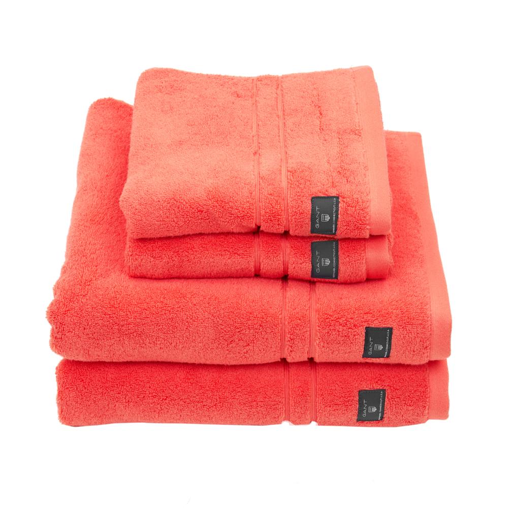 Premium Terry håndklær fra Gant.Håndklærne er laget av 100% bomull i hele 600 gram.Kommer i flere flotte farger og størrelser. Vi fører et stort utvalg av håndklær og badekåper.