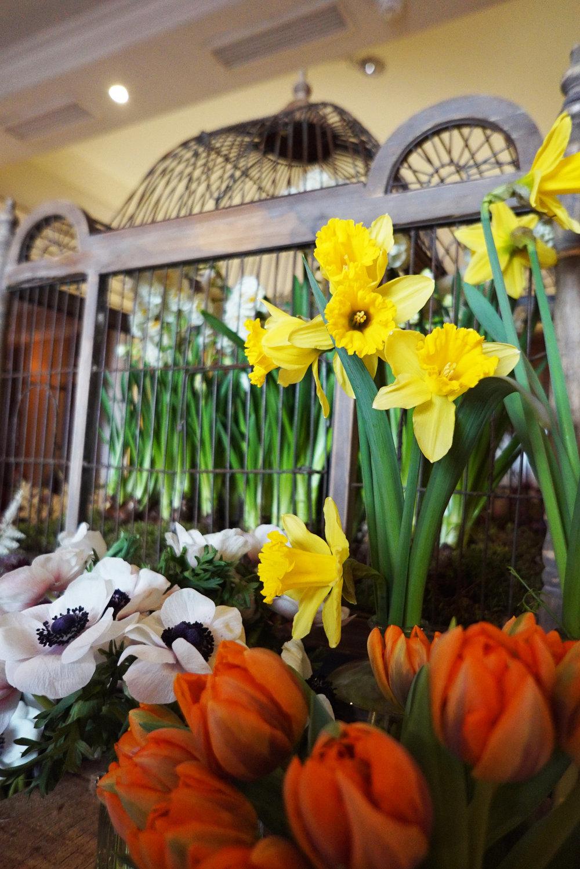 flower decoration table.jpg