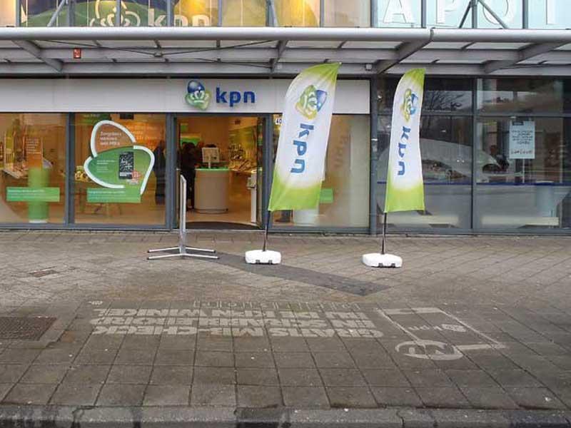 KPN-reverse-graffiti-cleaned-advertising.JPG
