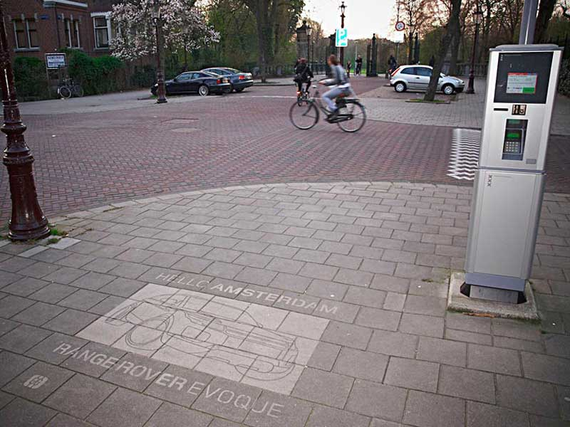 Range-rover-uses-reverse-graffiti-clean-advertising-40.JPG