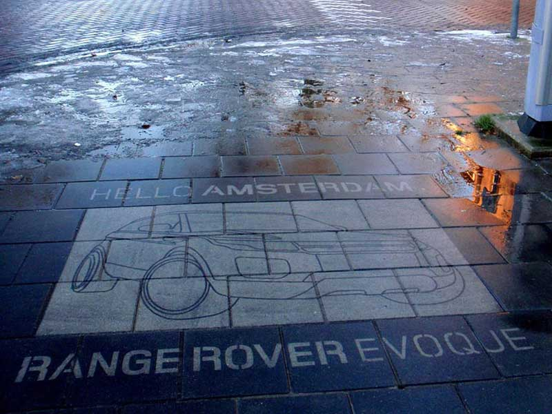 Range-roverreverse-graffiti-cleaned-advertising-amsterdam.JPG