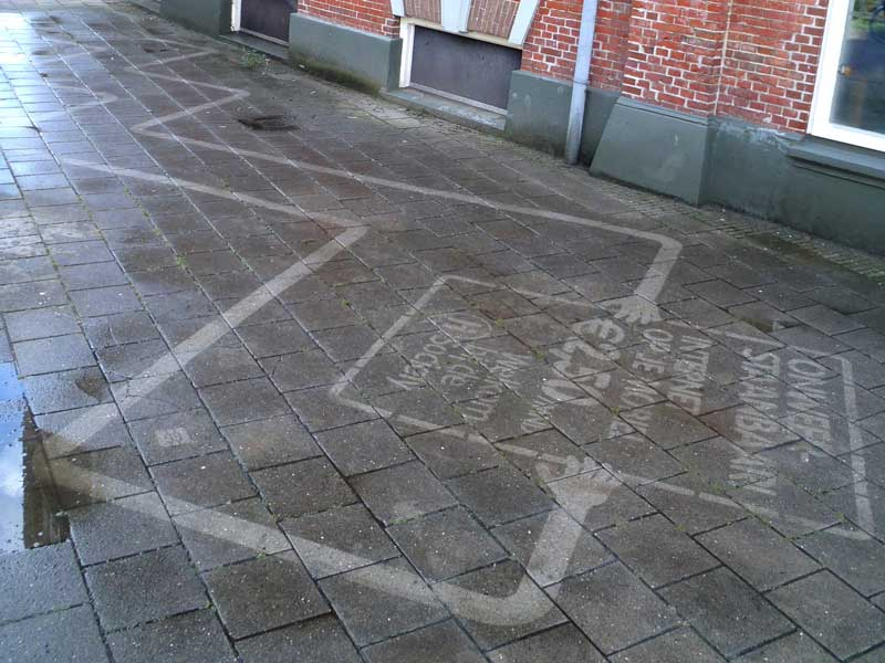 reverse-graffiti-clean-advertising-sidewalk-rotterdam.JPG
