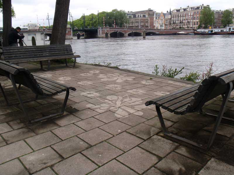 street-art-reverse-graffiti-cleaned-advertising-benches-amsterdam.jpg
