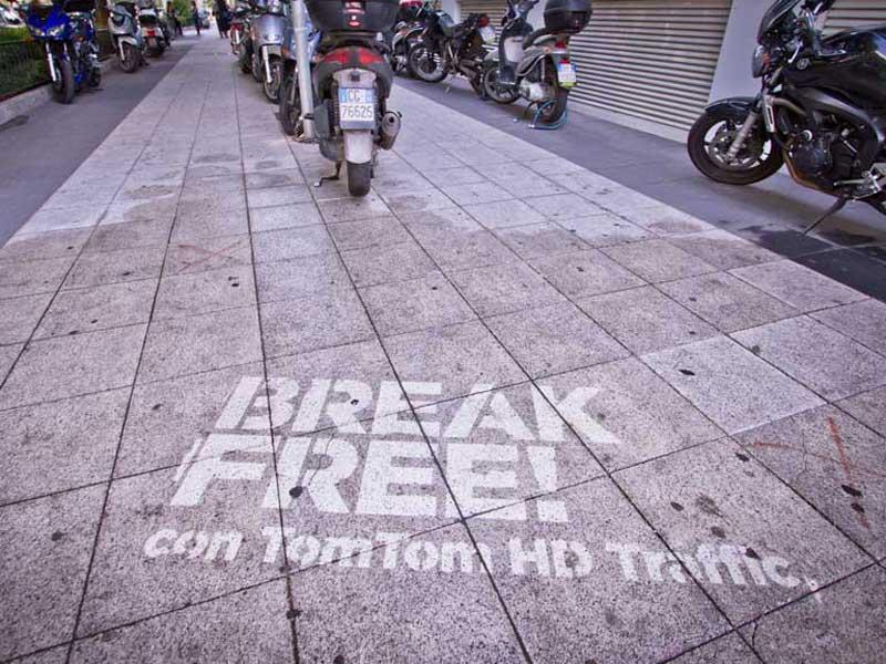 Tom-Tom-reverse-graffiti-cleaned-advertising.JPG