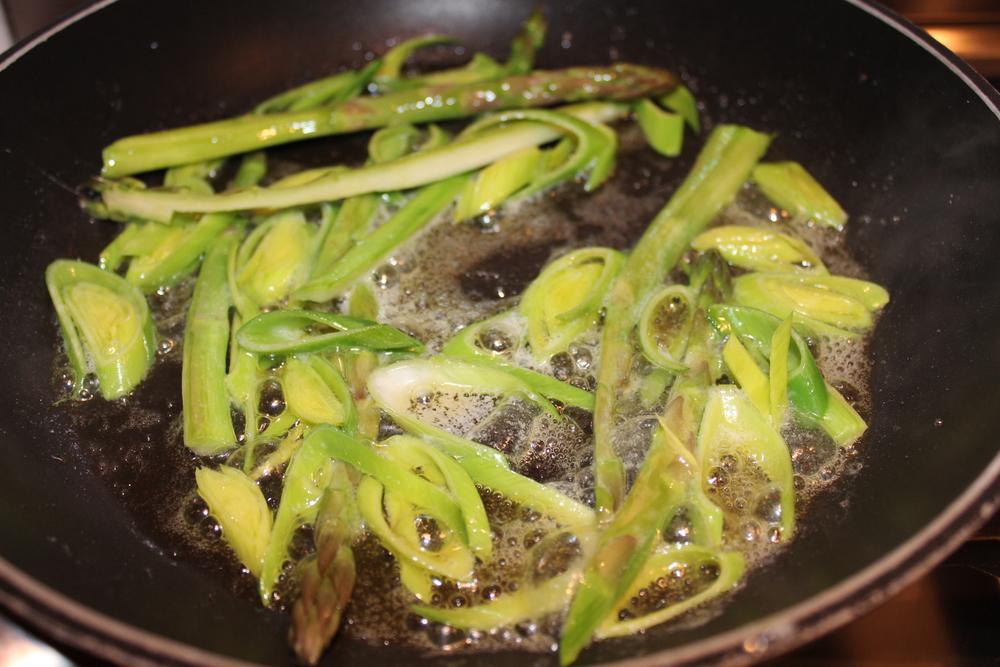 asparges og purre i pannen.JPG