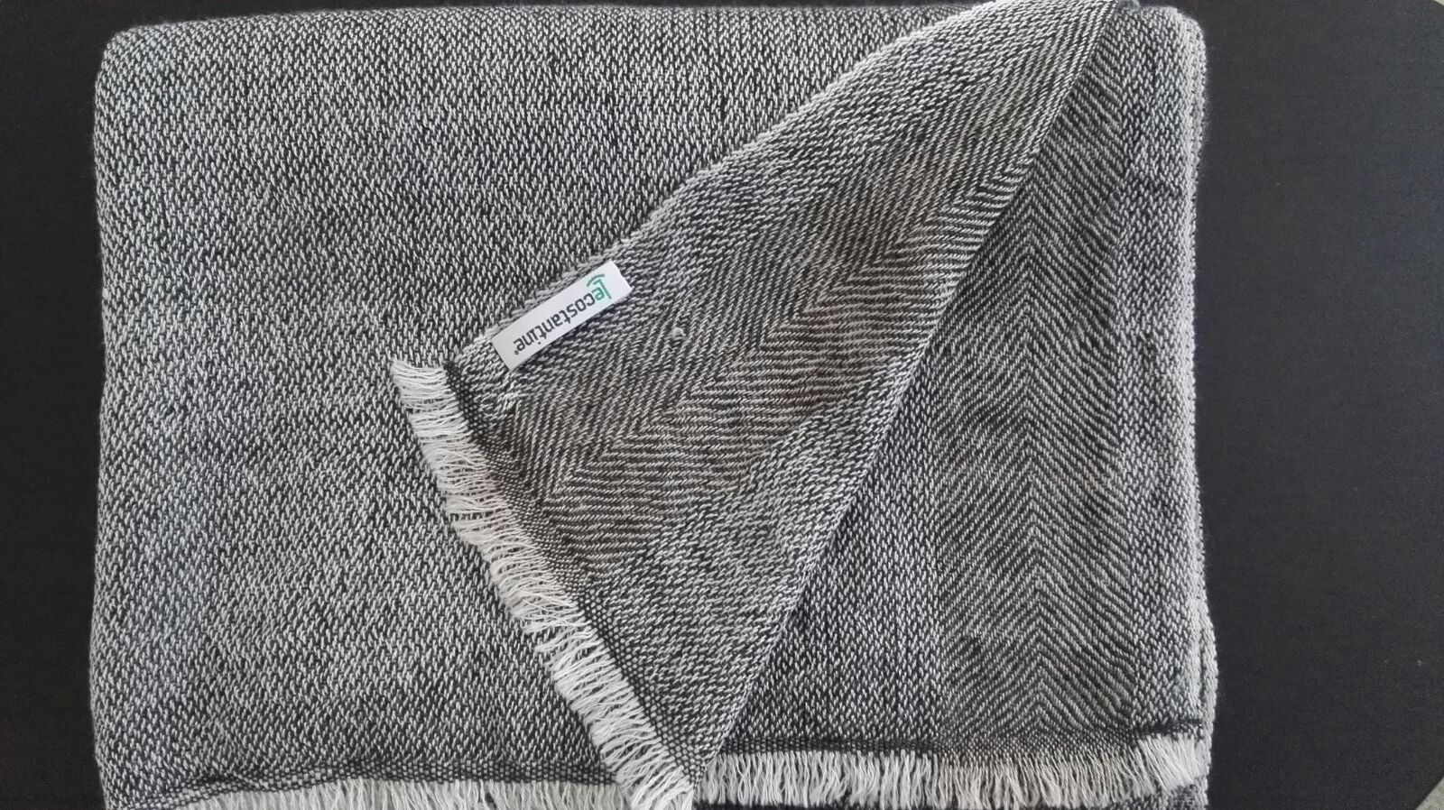 Le Costantine Tessitura Sciarpa da donna in cachemire grigia 1.jpeg. Sciarpa  da donna in cachemire e seta - cod. 14caa46fc1a