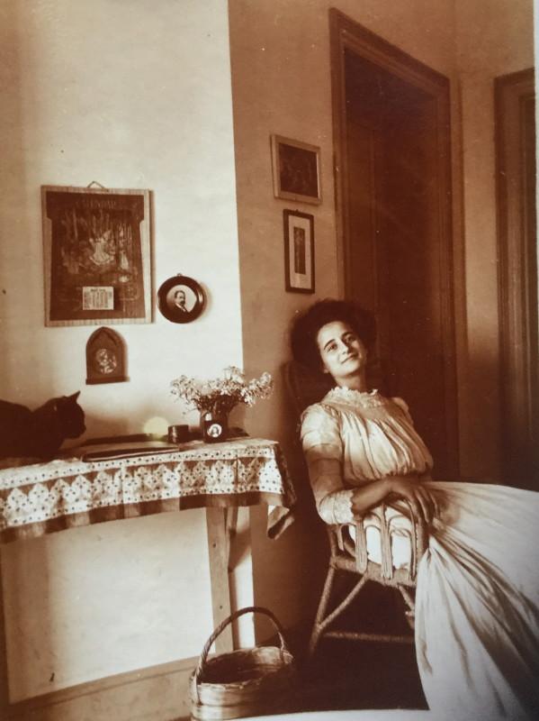 Lucia Starace nella casa di Kopjes, maggio 1910