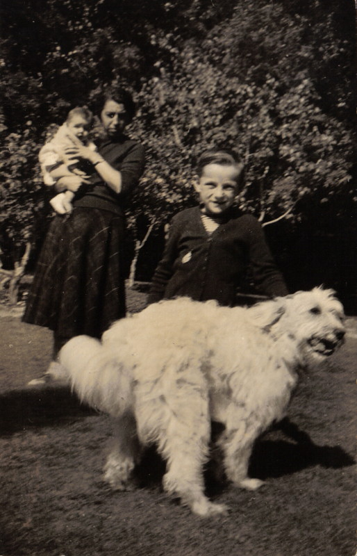 Giovannino con la signora Brunelda e Teresina