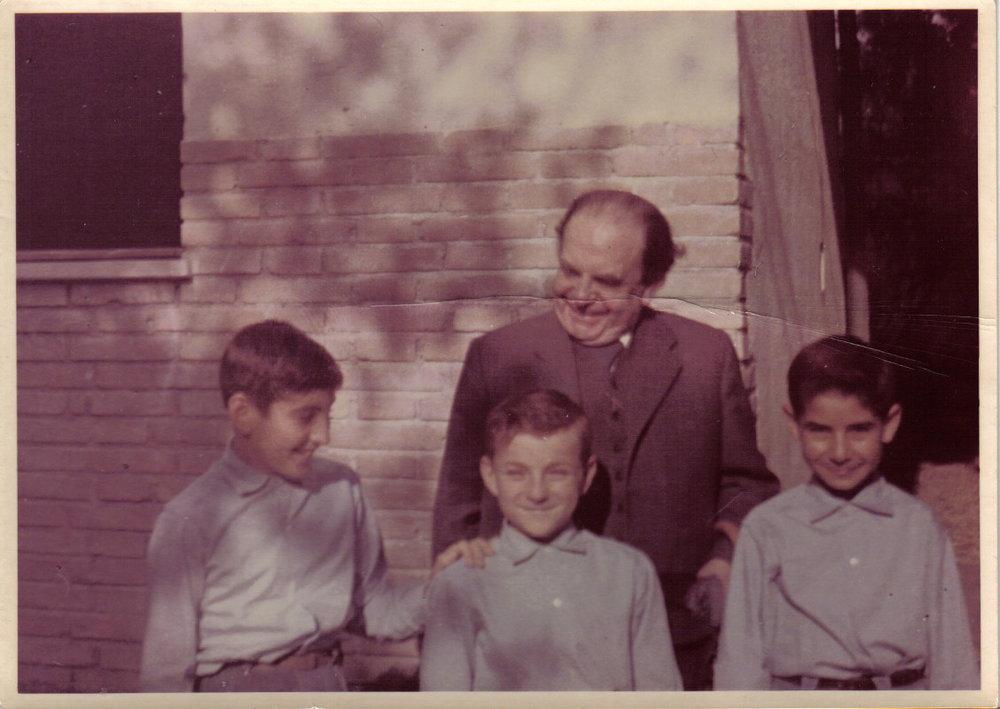 Guido, Giovannino e Giuseppe con il dott Konig, 1956