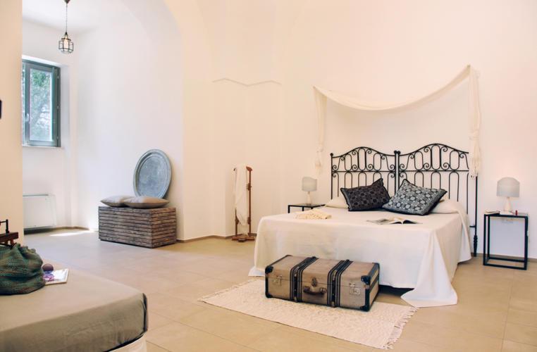 La-Casa-di-Ora-Fondazione-Le-Costantine-Camera-02a_foto_originali.jpg