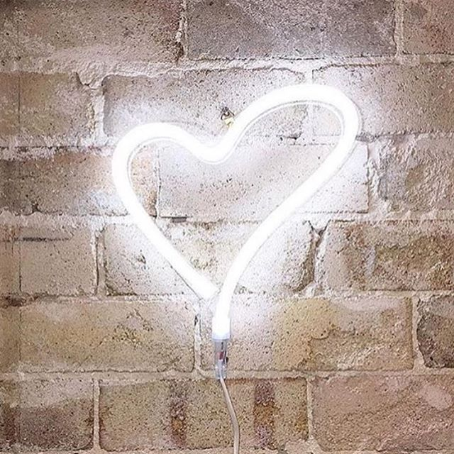 Ahhhhhhh the promise of the weekend, what's not to love. We still have a couple of neon hearts in stock, they look ace in any space 👌🏼