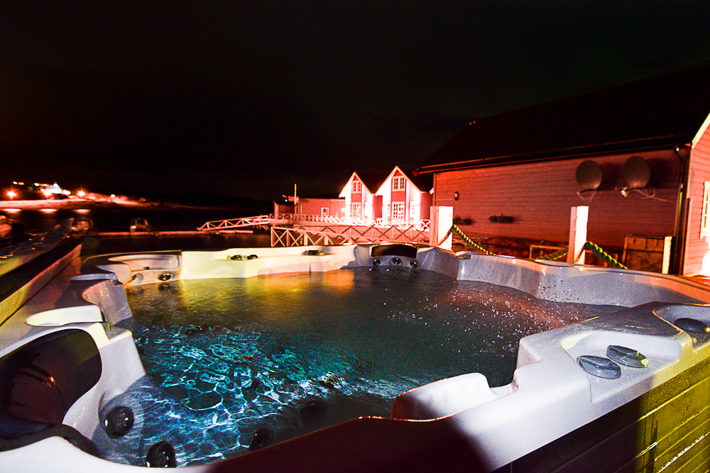Relax in our jacuzzi after ski. The northern lights might appear on the sky while you´re there!
