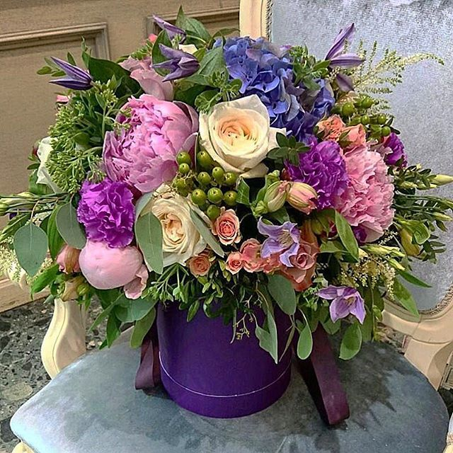 Вы хотели бы по-настоящему удивить близкого вам человека? 💏 Авторские цветы в шляпных коробках от наших флористов можете заказать по ☎+7-985-226-7-223 или WatsApp.  Получитьп ромокод на 20 % скидку пишите в    Direct.  #свадьбамечты #свадьба2016 #декорсвадьбы #оформлениесвадьбы #свадебныйбукет #букетневесты #свадьба #заказатьбукет #скидка #промокод #доставкацветов #цветывкоробке #цветымосква #букетназаказ #цветывподарок #букет #флористика #купитьцветы #цветывшляпнойкоробке #цветысдоставкой #недорогойбукет #цветы #москва #конкурс #подарок #цветывподарок #репост #флорист #пионы #пионысдоставкой  #giveaway
