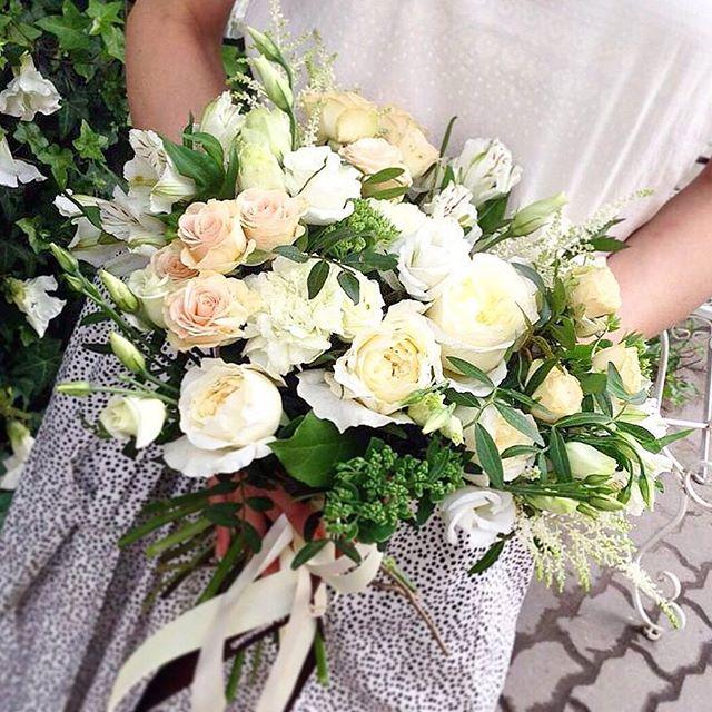 Изящный букет 💐 светлых оттенков станет приятным подарком на любое торжество 🎉  Заказать по ☎+7-985-226-7-223 или WatsApp.  #свадьбамечты #свадьба2016 #декорсвадьбы #оформлениесвадьбы #свадебныйбукет #букетневесты #свадьба #заказатьбукет #девушки #парни #доставкацветов #цветывкоробке #цветымосква #букетназаказ #цветывподарок #букет #флористика #купитьцветы #цветывшляпнойкоробке #цветысдоставкой #недорогойбукет #цветы #москва #девушки #подарок #цветывподарок #лето #флорист #пионы #пионысдоставкой #пионывмоскве #свадьбамосква2016