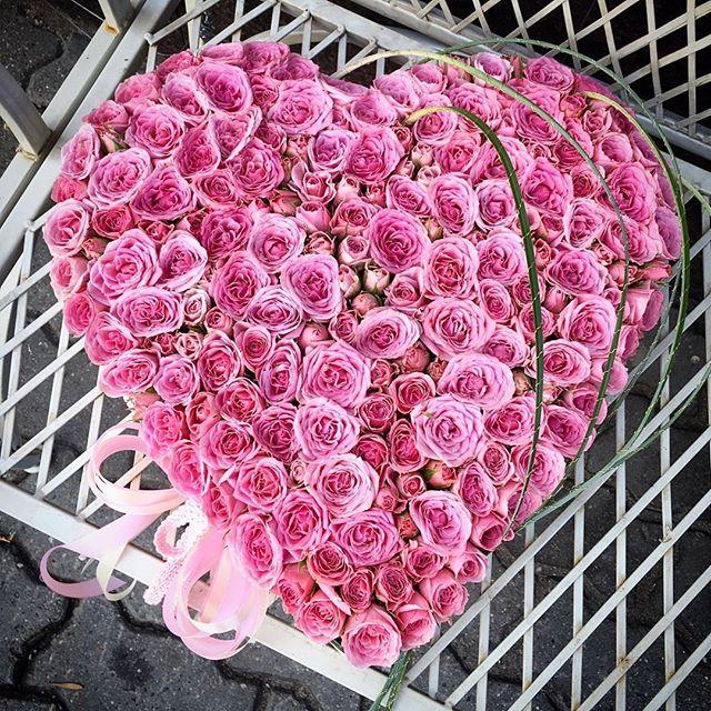 Сердце их живых роз – шикарный подарок любимой. Теперь она точно не сможет сказать Вам «нет»! Заказать по ☎+7-985-226-7-223 или WatsApp.  #свадьбамечты #свадьба2016 #декорсвадьбы #оформлениесвадьбы #свадебныйбукет #букетневесты #свадьба #заказатьбукет #девушки #парни #доставкацветов #цветывкоробке #цветымосква #букетназаказ #цветывподарок #букет #флористика #купитьцветы #цветывшляпнойкоробке #цветысдоставкой #недорогойбукет #цветы #москва #девушки #подарок #цветывподарок #лето #флорист #пионы #пионысдоставкой #пионывмоскве #свадьбамосква2016