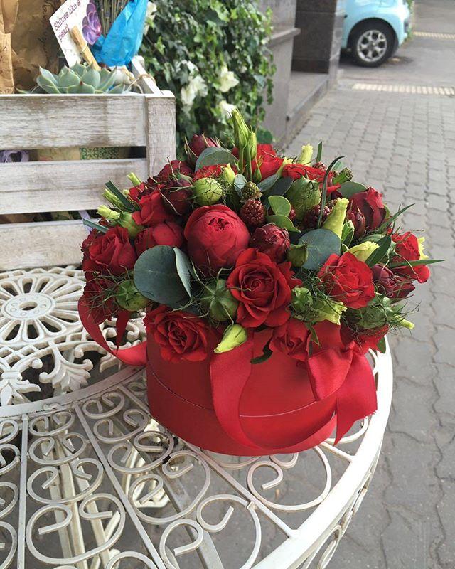 Вы хотели бы по-настоящему удивить близкого вам человека? Цветы в шляпных коробках от студии Davinci Fleur станут прекрасным украшением к любому торжеству🎉  Заказать по ☎+7-985-226-7-223 или WatsApp.  #свадьбамечты #свадьба2016 #декорсвадьбы #оформлениесвадьбы #свадебныйбукет #букетневесты #свадьба #заказатьбукет #девушки #парни #доставкацветов #цветывкоробке #цветымосква #букетназаказ #цветывподарок #букет #флористика #купитьцветы #цветывшляпнойкоробке #цветысдоставкой #недорогойбукет #цветы #москва #девушки #подарок #цветывподарок #лето #флорист #пионы #пионысдоставкой #пионывмоскве #свадьбамосква2016