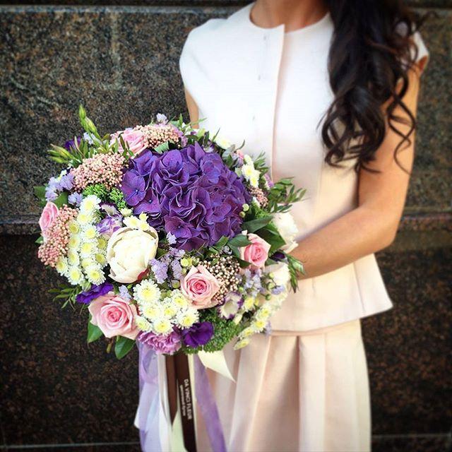В этом букете цветы восхищают своей красотой, изысканными формами и бесконечным спектром различных оттенков. Цветы которыми хочется люблваться постоянно.  Заказать по ☎+7-985-226-7-223 или WatsApp.  #свадьбамечты #свадьба2016 #декорсвадьбы #оформлениесвадьбы #свадебныйбукет #букетневесты #свадьба #заказатьбукет #девушки #парни #доставкацветов #цветывкоробке #цветымосква #букетназаказ #цветывподарок #букет #флористика #купитьцветы #цветывшляпнойкоробке #цветысдоставкой #недорогойбукет #цветы #москва #девушки #подарок #цветывподарок #лето #флорист #пионы #пионысдоставкой #пионывмоскве #свадьбамосква2016