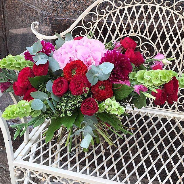 Букет, который сочетает в себе пушистые гортензии, георгины и розы Рэд Ай. Получился весьма романтичный букет💐 и в тоже время смелым, который станет отличным подарком к любому торжеству 🎉  Заказать по ☎+7-985-226-7-223 или WatsApp.  #свадьбамечты #свадьба2016 #декорсвадьбы #оформлениесвадьбы #свадебныйбукет #букетневесты #свадьба #заказатьбукет #девушки #парни #доставкацветов #цветывкоробке #цветымосква #букетназаказ #цветывподарок #букет #флористика #купитьцветы #цветывшляпнойкоробке #цветысдоставкой #недорогойбукет #цветы #москва #девушки #подарок #цветывподарок #лето #флорист #пионы #пионысдоставкой #пионывмоскве #свадьбамосква2016