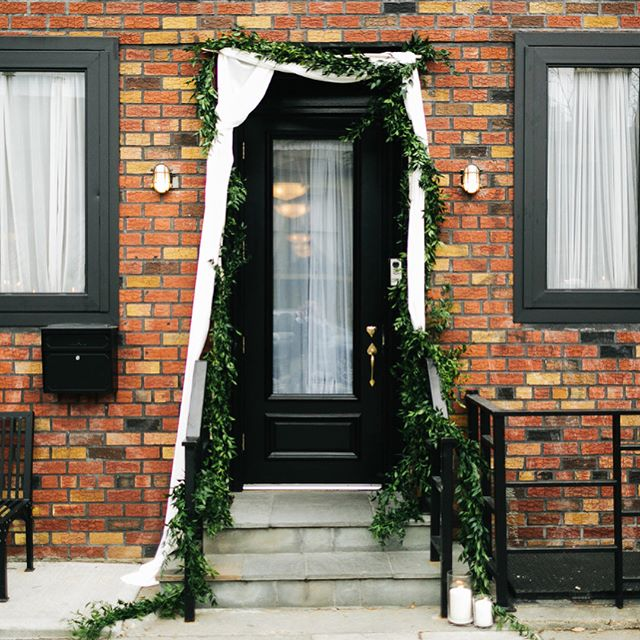 Come on in...your dream venue awaits.  Photo: @chazcruz | Florals:  @lindsraedesign | Planning: @jovemeyer . . . . . . . . . . . . . . . . #501union#501unionwedding#brooklynwedding#brooklynweddingvenue#weddingvenue#eventspace#nycwedding#nycweddingvenue#engaged#brooklynbride#gowanushospitality #stylemepretty#nycwedding #nycweddingvenue#springwedding #springweddinginspo#modernwedding #moderneventvenue