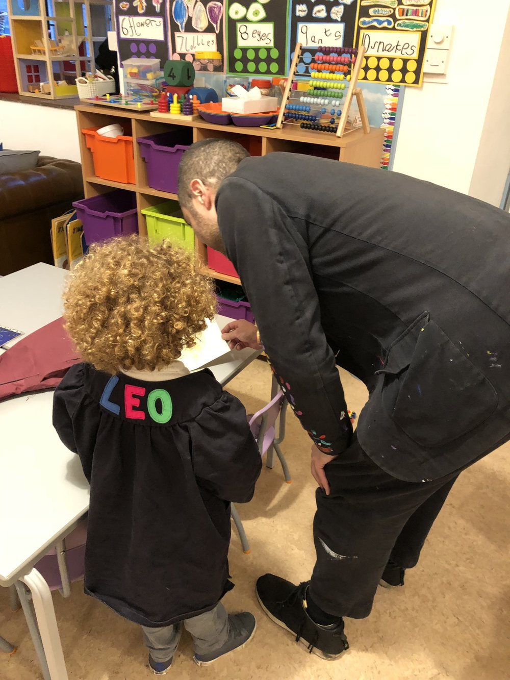 Robi recently visited and gave a presentation to the children at St Marks primary school,  Primrose Hill. The presentation was about Robi's new gallery in Soho and how he creates his art projects.