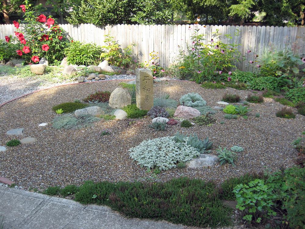 Tim 39 s sweet little gravel garden in ohio gardeny goodness for Gravel garden designs