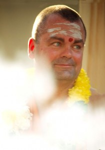 Swami Chetanananda with garland after havan