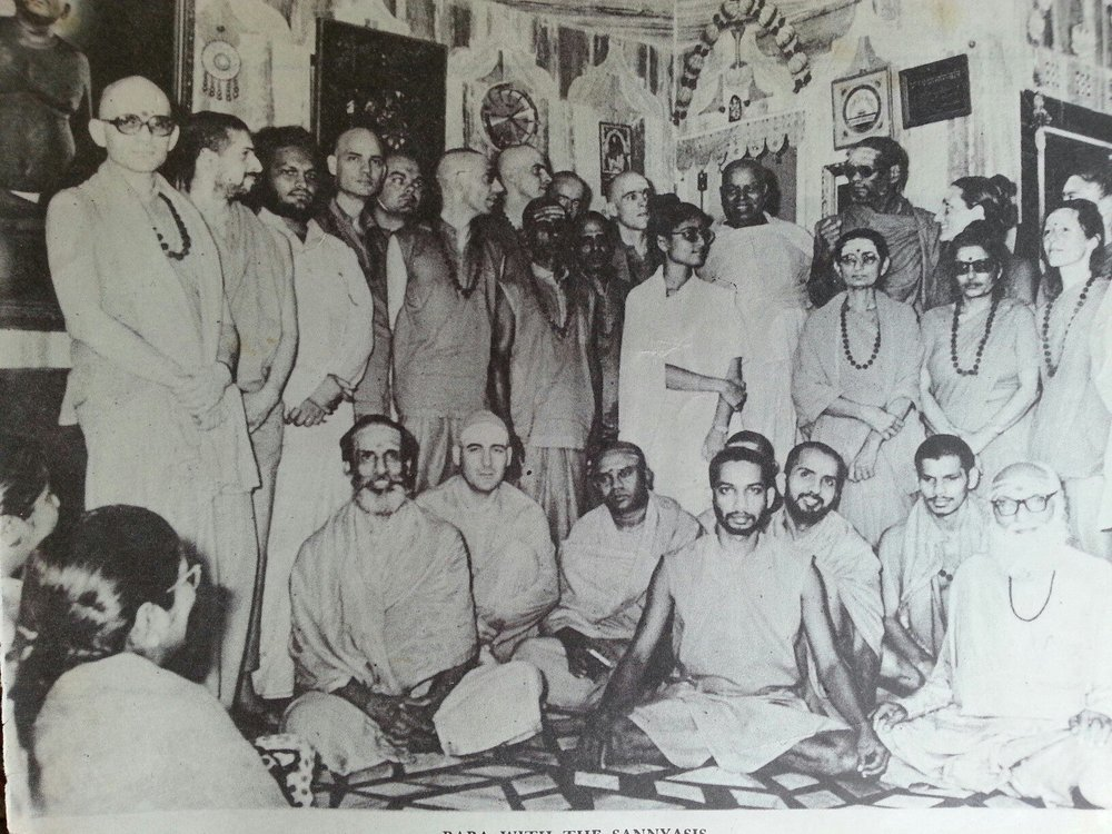 The group that took sannyas with Swamiji. Swamiji is in the back row, fifth from the left.