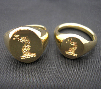 hand-engraved-signet-rings-yellow-gold-18ct.jpg