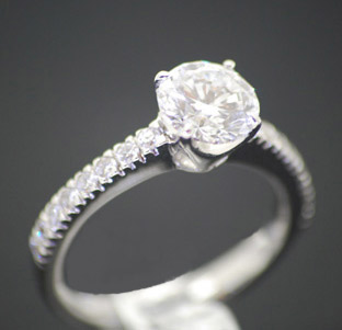 solitare-diamond-with-diamond-shoulders-white-gold.jpg