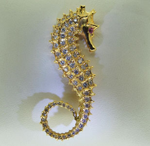 seahorse-brooch-diamond-yellow-gold.jpg