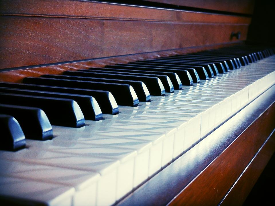 直立式鋼琴*