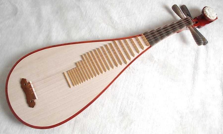 琵琶 Pipa - 琵琶是中樂之中第一件撥弦樂器,亦是東亞傳統彈撥樂器,至今已有兩千多年,歷史甚為悠久。演奏時樂手把琵琶豎抱,以左手按弦,右手五指彈奏。由於琵琶可擔當的角色很多,因此在不同類型的演奏,如伴奏、重奏、合奏皆會看見它的身影。「琵琶」二字中的「珏」意拍二玉相碰,繼而發出悅耳的聲音,從字面上來看,這表示它是一種以觸碰琴弦之方式來發聲的樂器。
