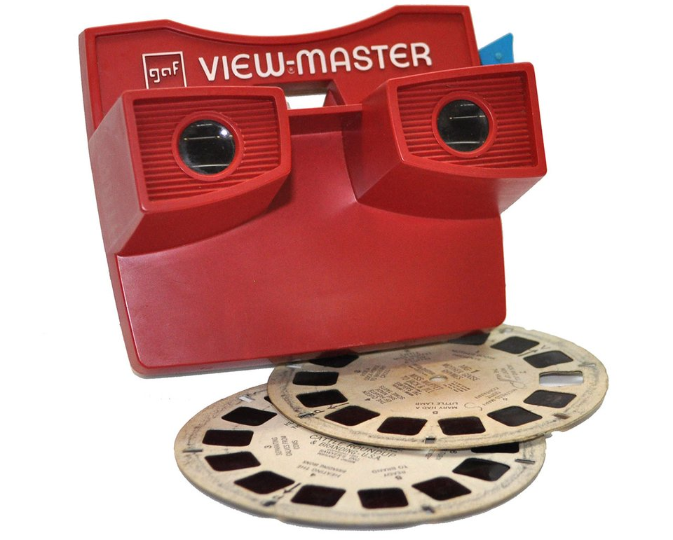 The view master is a piece of technology that uses the anaglyph to achieve its dimensional effect.