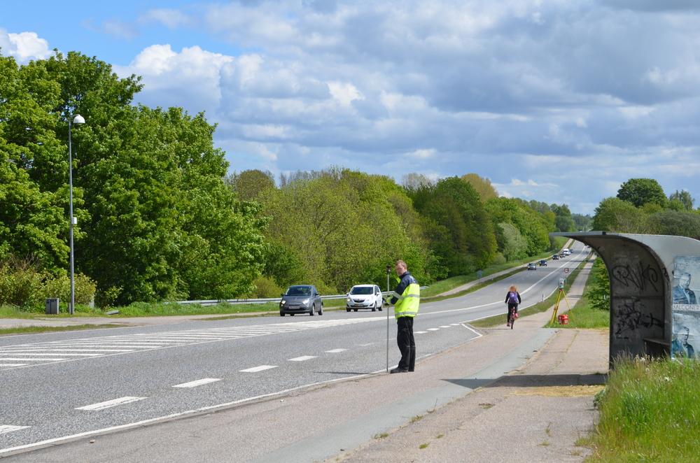 For at kunne detalje-projektere Kongevejens nye vejprofil skal vejbredden efterkontrolleres på hele vejstrækningen. Foto: AOB