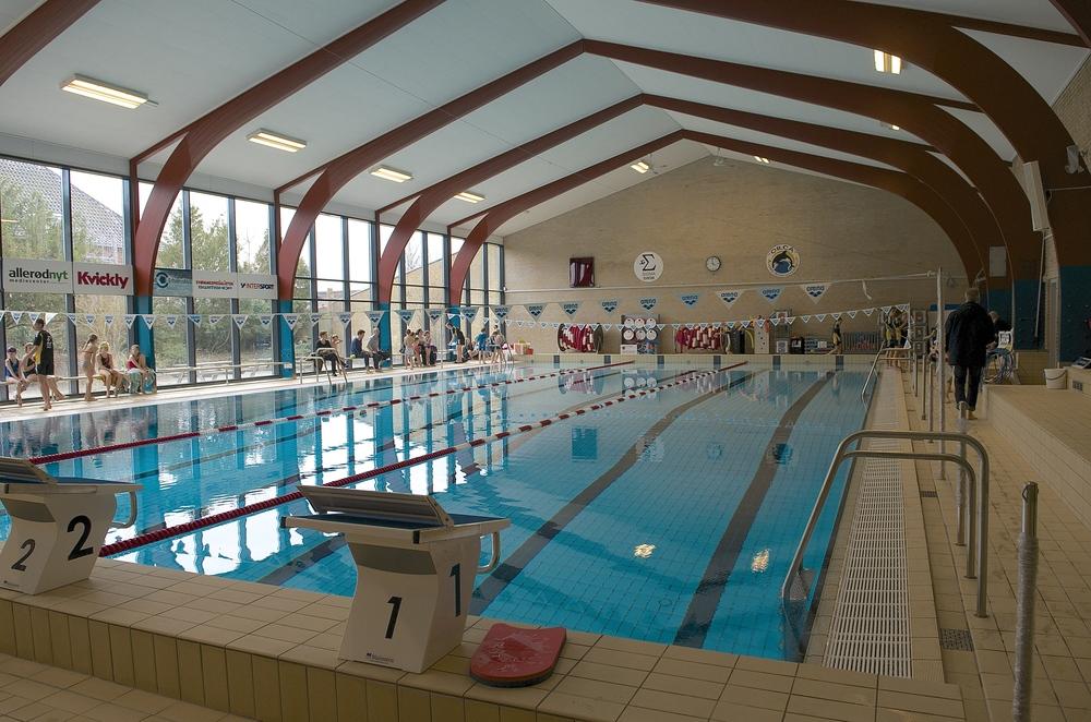 Der bliver mulighed for at gå på vandet i svømmehallen - dog kun ved hjælp af luftfyldte bolde. Foto: AOB