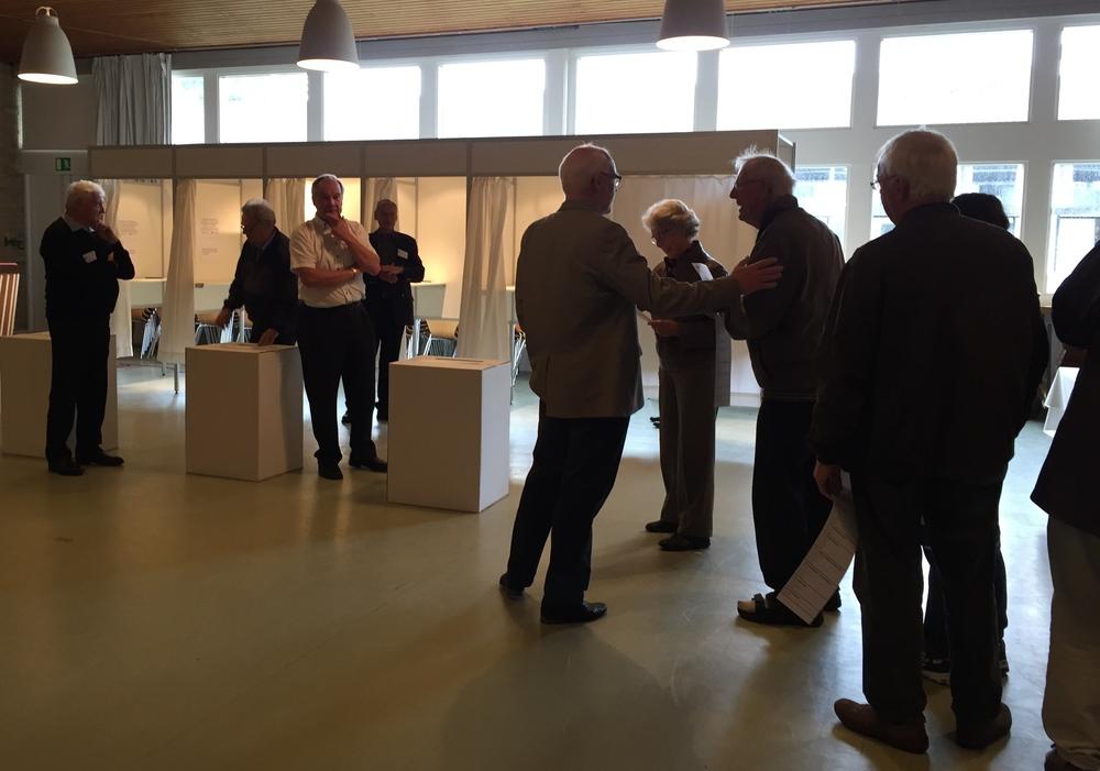Det var ikke et overfyldt valglokale i morges på Blovstrød Skole. Men det ændrede sig hen ad dagen. Foto: AOB