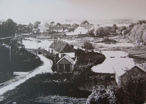 Grøndholmen set fra kirketårnet - 1916. Bemærk, at gadekæret dengang bestod af flere søer