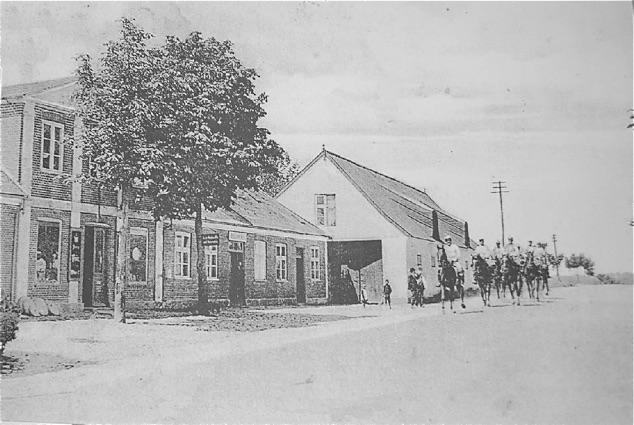 Kongevejen ved Bloustrød Kro med ridende gendarmere