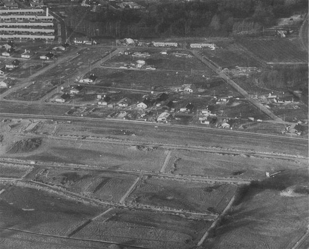 Billedet er fra 1969 og taget mod vest medBlovstrød Allé midt i billedet. Bemærk, Sjælsøparken øverst til venstre.