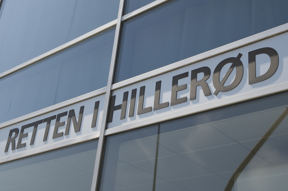 Asylansøger gik amoki Retten i Hillerød og måtte til sidst føres ud af retslokalet igen. Foto: AOB