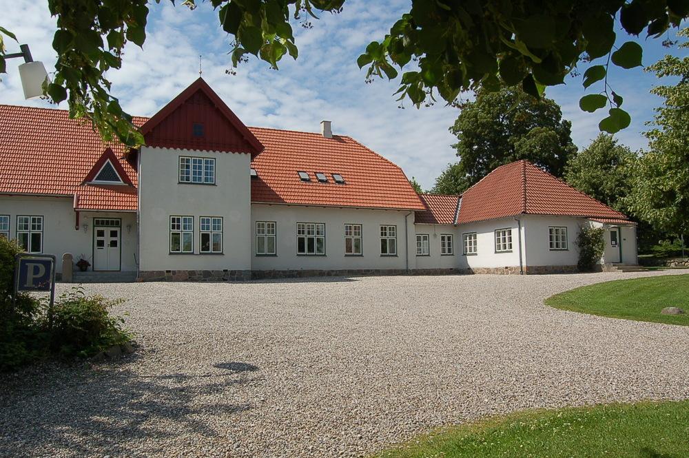 Blovstrød Sognegård åbner dørene for foredrags- og musikaftenen den 26. august. Foto: AOB