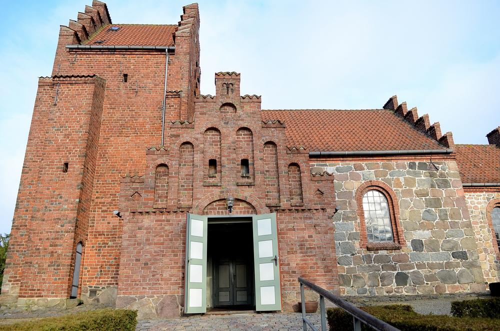 Menighedsrådet har truffet en række sikkerhedsmæssige foranstaltninger, der er nødvendige, for at kirken kan komme til at stå åben. Foto: AOB