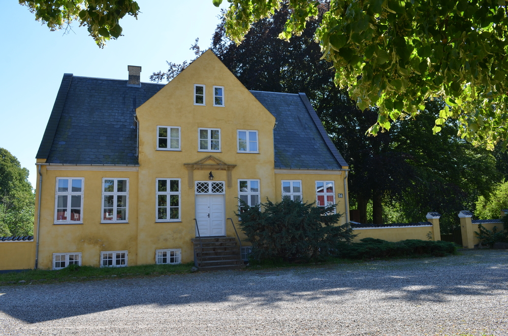 Hovedbygningen af gården 'Sandholm'.