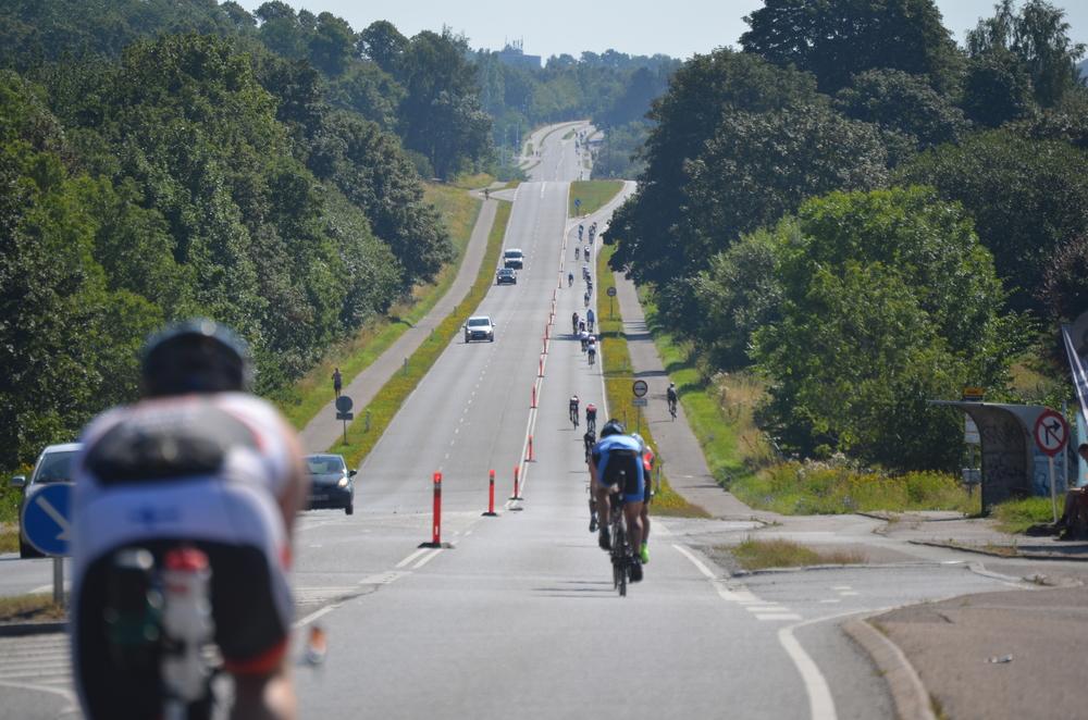Ud for Statoil forlod cykelrytterne Blovstrød, og ruten gik videre mod København. Foto: AOB