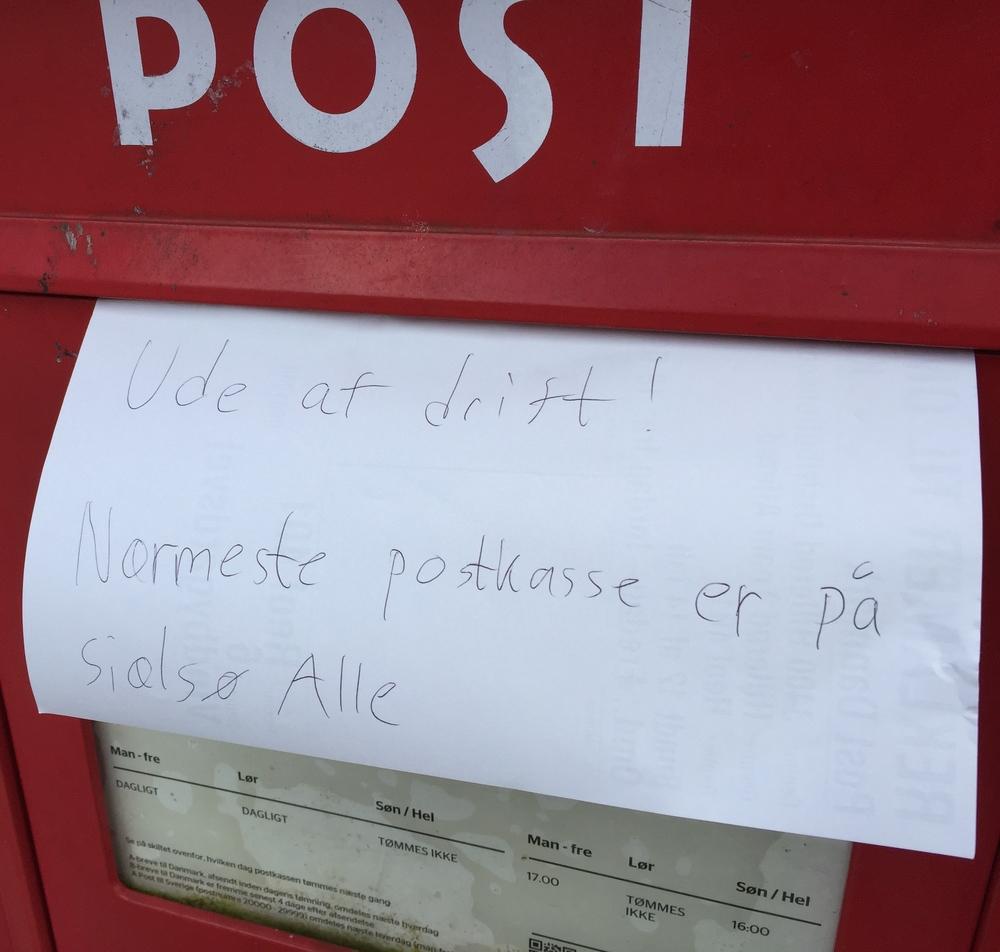 Postvæsnet har her i Blovstrød henvist til postkasserne ved Sjælsø Allé. Foto AOB